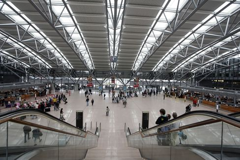 Hochtief Sells Airports Unit to PSP Investments for $2 Billion