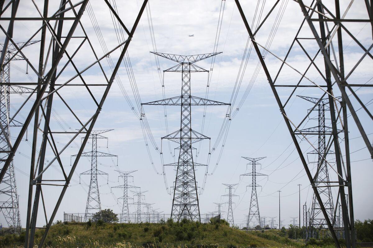 Utilities, Energy Bonds Rule in Canada in Longer-Duration World