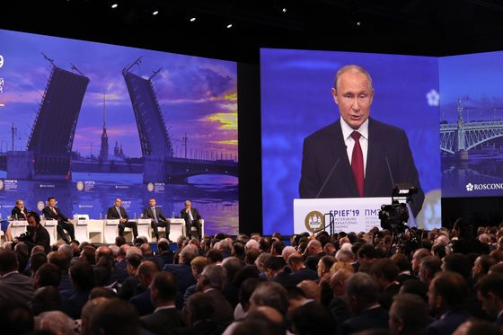 Putin Defies Covid Risk, Political Strife With Flagship Forum