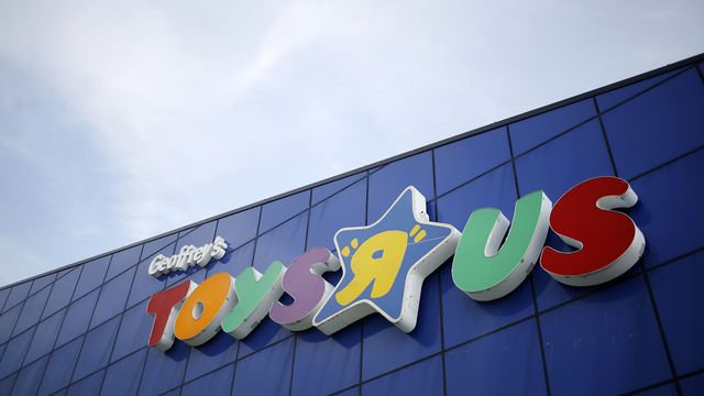 Debt Continues To Haunt Ailing Retailers Bloomberg - Toys r us wall maps and glodes