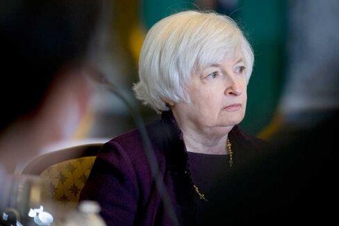 Bond Market Vigilantes Are Very, Very Quiet