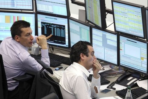 European Stocks Retreat Before Italy, France Debt Auctions