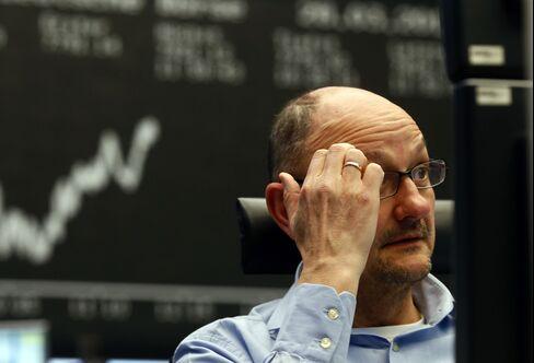 European Stocks Rise as Italy Bond Yields Drop