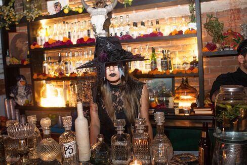 Isabella | Noche de Muertos Party, Piedra Lumbre Bar | 11/1, 12:55 am