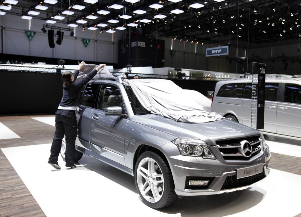 Daimler Denies Quietly Removing Cheating Software in GLK Model