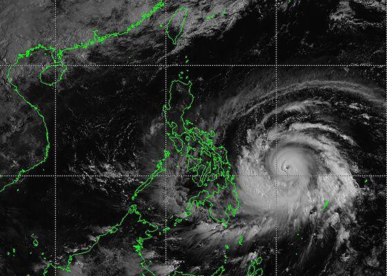 Typhoon Surigae Rapidly Intensifies, Philippines Raises Alert