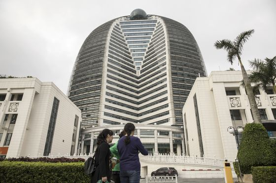 China's M&A Kings Cash Out Overseas Bets at Near-Record Pace