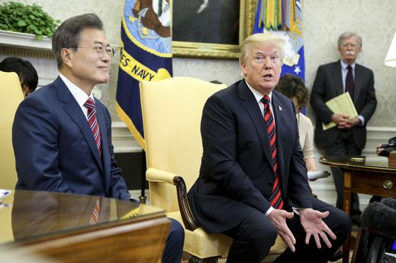 Trump Casts Doubt on North Korea Summit in Meeting With Moon