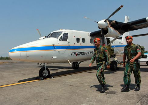 A Twin Otter plane similar to the one reported missing, Sultan Hasanuddin airport, Indonesia, on Oct 3.