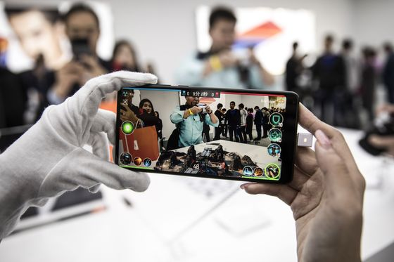The Chinese Smartphone Upstarts Taking on Apple and Samsung