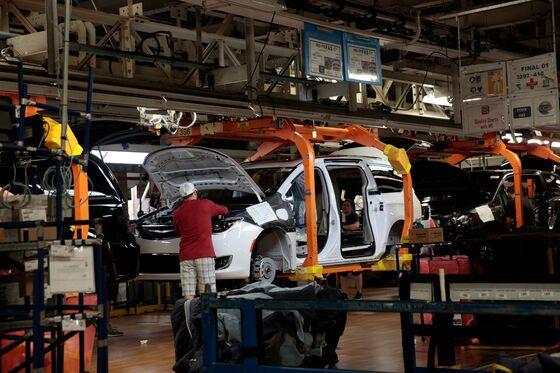 Fiat Cuts 1,500 Jobs at Canada Minivan Plant as Demand Weakens