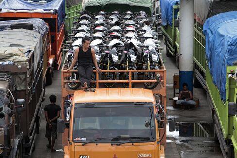 Easy Cash Ebbs for $300 Billion Asean Port-to-Rail Cost
