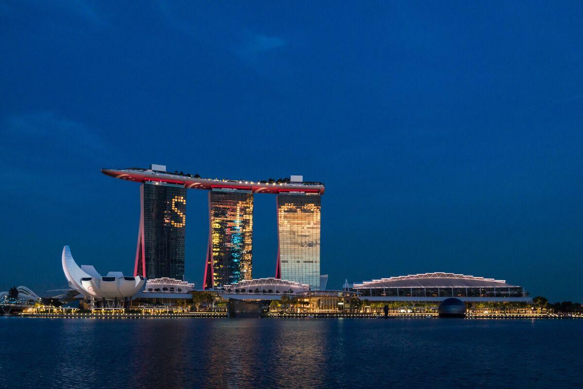 Vegas Sands Probes Money-Laundering Safeguards at Singapore Unit thumbnail