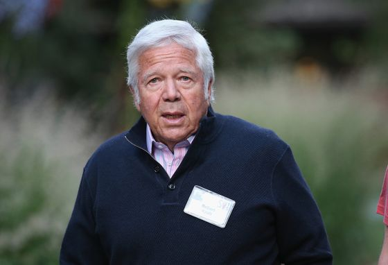 Patriots Owner Kraft Says He's `Sorry' Ahead of Court Appearance