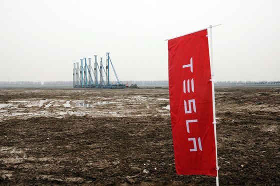 Elon Musk Sees a Future in China for Tesla, and It's Muddy