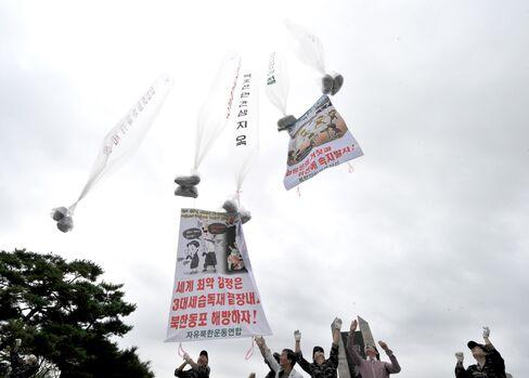 S. Korean Activists Break Blockade to Send Leaflets to N. Korea