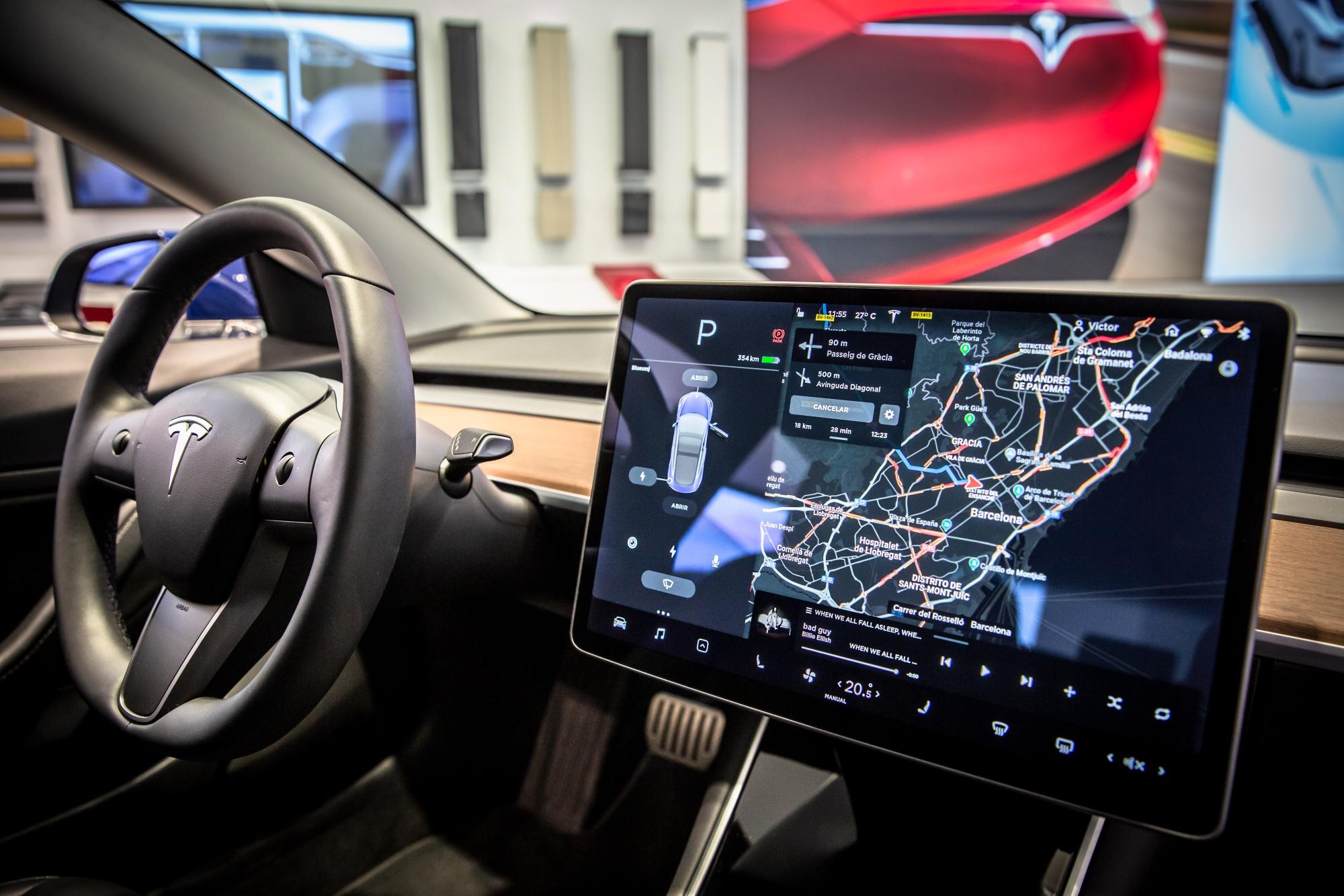 Stations de suralimentation comme Tesla Inc.  pour booster la production