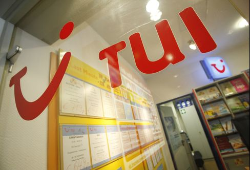 TUI CFO Plans to Sell Hapag Stake in January, Expand