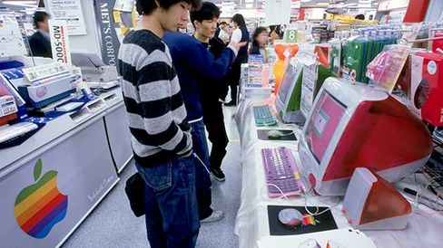 Customers in Tokyo shopping for Apple computers in 1999