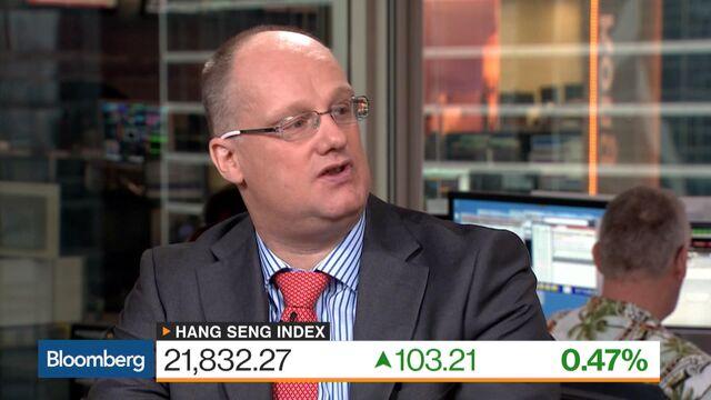 Hong Kong Stocks Enter Correction as Energy Firms, Insurers Fall