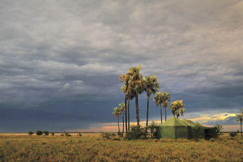 カラハリ砂漠にあるジャックス・キャンプのテント