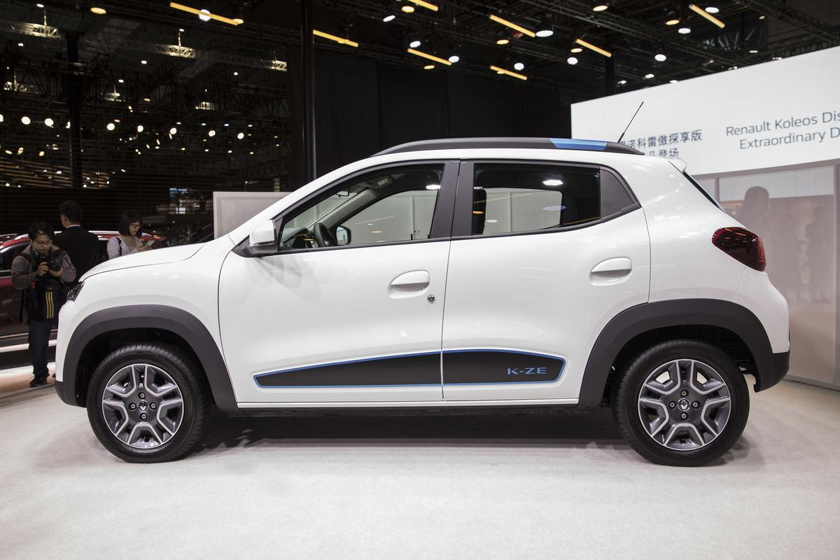 Renault Plans Bigger Electric Car to Rival Tesla and VW