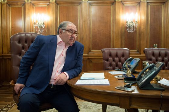 Billionaire Usmanov Mulls Everton Stake After Arsenal Sale
