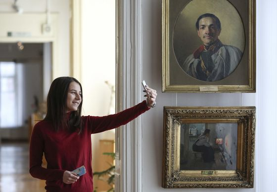 Selfie Culture HasSome Art Museums Caving onStrict No-Photo Policies