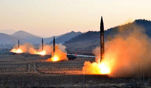 朝鮮中央通信が7日公表した、朝鮮人民軍が発射したとされるミサイルの未確認写真