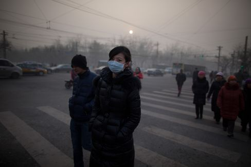 Beijing Orders Official Cars Off Road as Smog Engulfs City