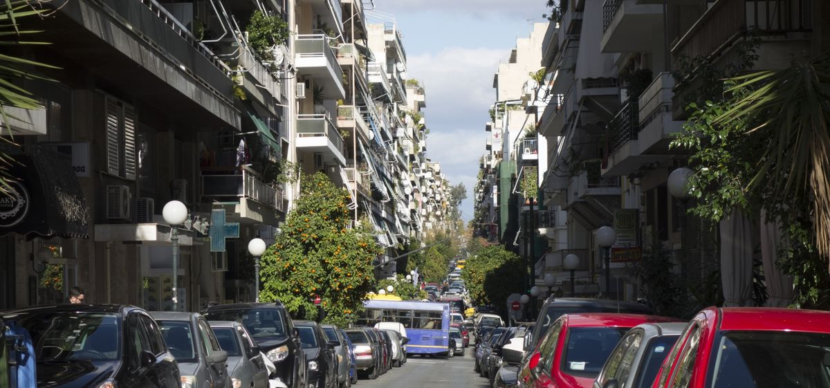 Behind the Accidentally Resilient Design of Athens Apartments