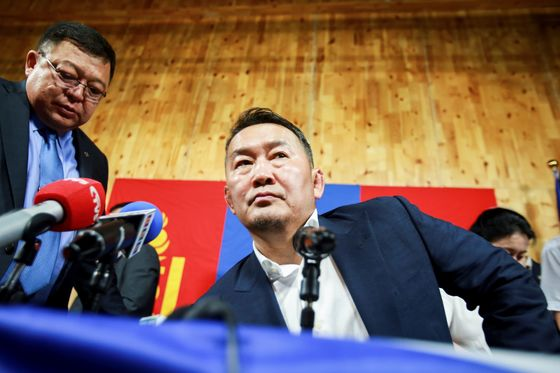 Mongolia President May Go on Hunger Strike to Protest Parliament