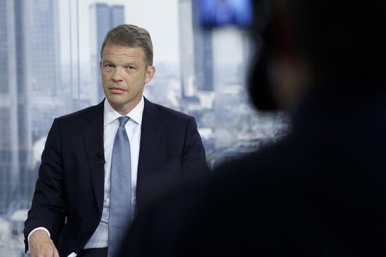 Deutsche Bank Seeks to Break Vicious Circle as Growth Eludes
