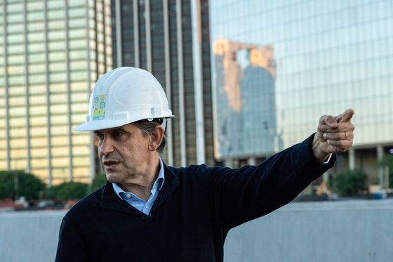 With Argentine Economy in Decline, Macri Bets on Infrastructure
