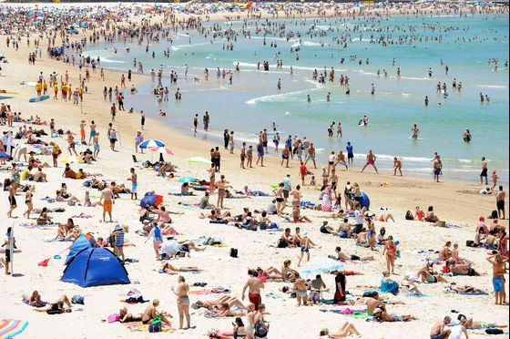 Angst Swells as Australian Population Nears 25 Million