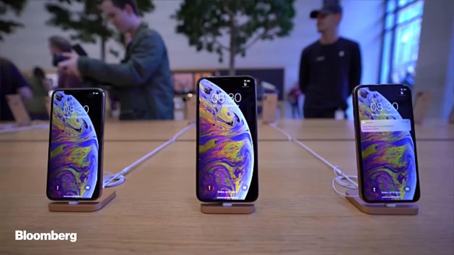 Apple Bug Lets IPhone Users Listen in on Others Via FaceTime - Bloomberg