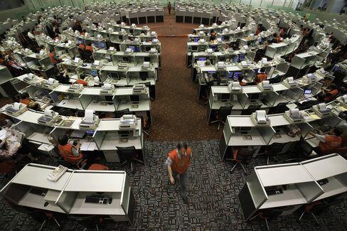 Hong Kong Brokers Balk at Prospect of Losing Long Lunch