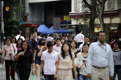 Singapore Will Take in Foreigners at Comfortable Pace, Lee Says