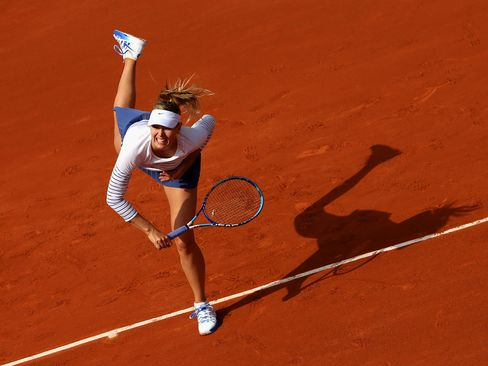 Maria Sharapova in action against Kaia Kanepi during the 2015 French Open.