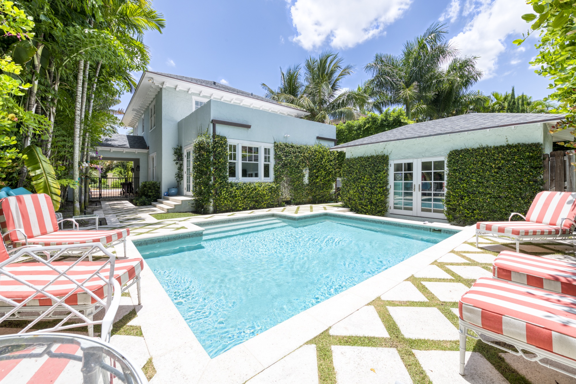 Frenzied Palm Beach relates to home market. Buyers have made unseen bids