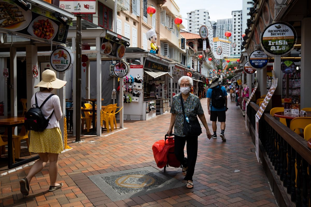 Singapore Cuts Growth Outlook, Plans Stimulus Amid Virus