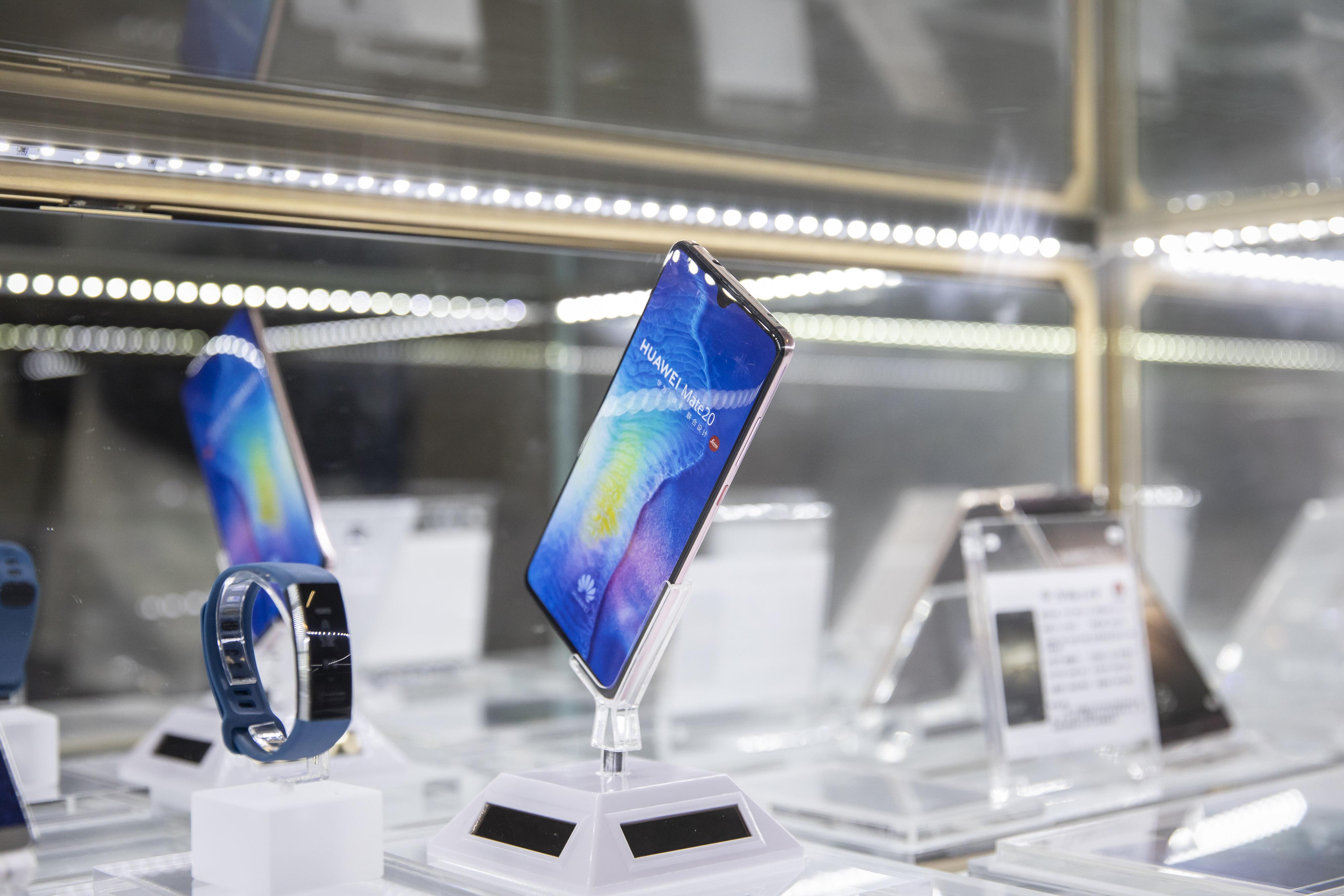 China Stocks Linked to Huawei Climb After U S  Blacklisting
