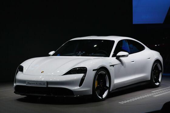 Elon Musk Calls Bill Gates Underwhelming After Billionaire Buys a Porsche