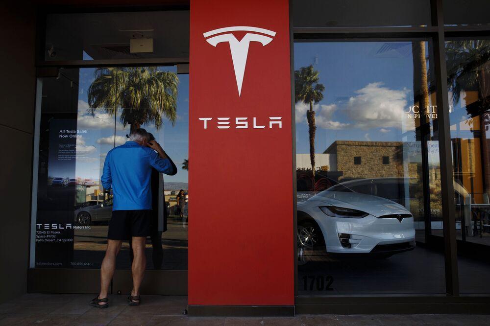 Tesla Board Shakeup Seen as `Important Step' in Governance - Bloomberg