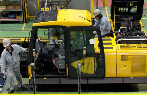 Japan Machinery Orders Unexpectedly Rise in Recovery Boost