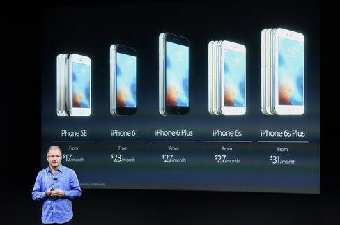 Greg Joswiak announcing the iPhone SE.