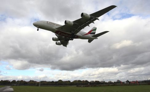 Emirates Airbus A380 Flies Into Manchester Airport