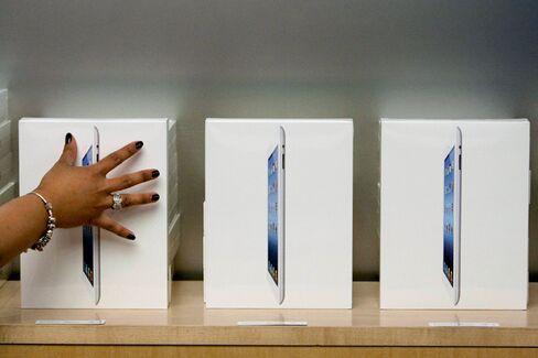 Apple vs. Samsung: Shaping the Mobile Battlefield