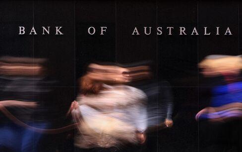 RBA Cites Global Uncertainty Extending Interest Rate Pause