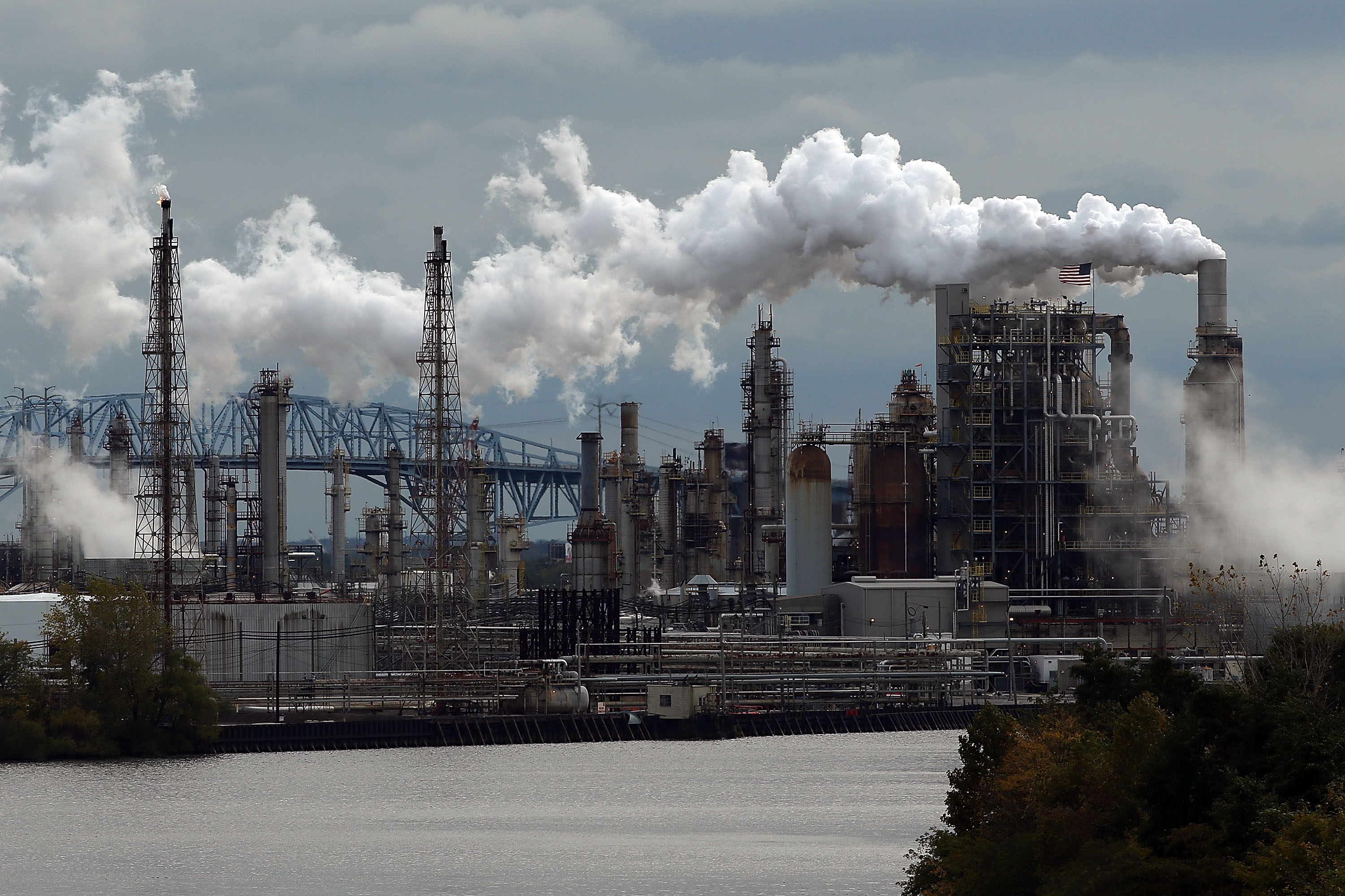 Biggest U S  East Coast Oil Refinery Files for Bankruptcy